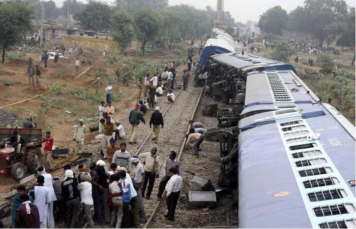 印度一列车脱轨, 至少34人死亡, 初步认为人为原因是事故的源头