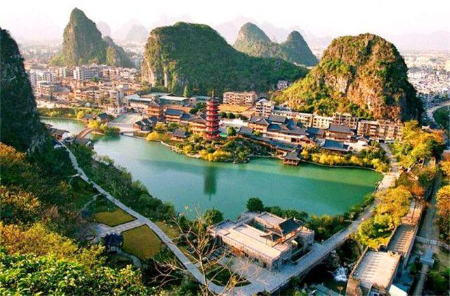 桂林漓江风景区七星岩分享展示
