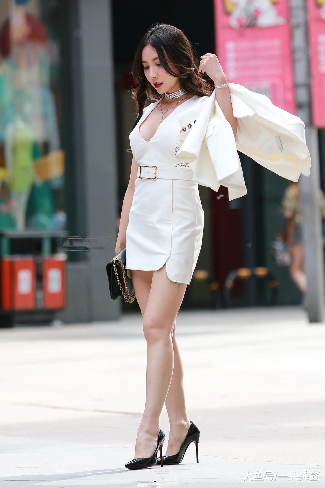 美女身材真好, 看到腿的样子, 网友: 值得盯着看