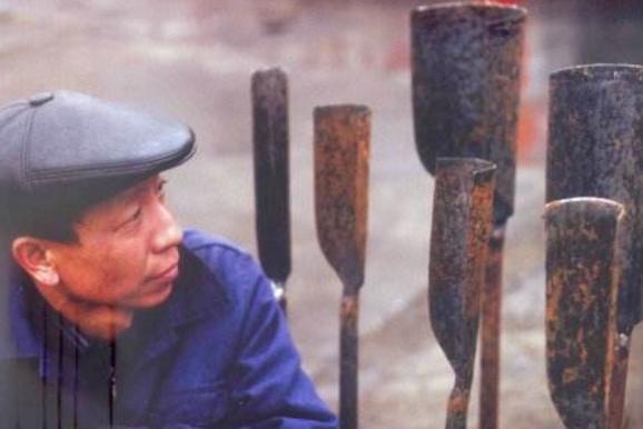 盗墓者必备工具洛阳铲, 功能很多, 有一项考古学家也很依赖