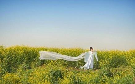 女村官拍古装写真 推荐乡村旅游花美人更美[图]