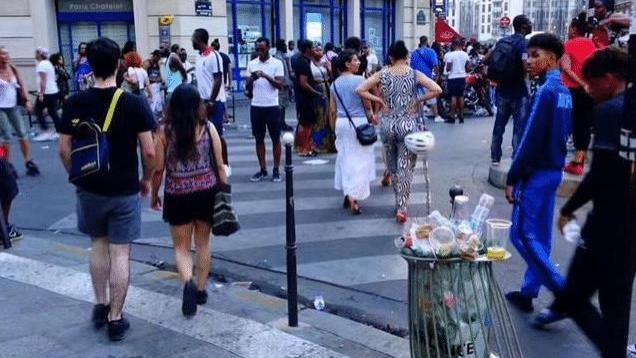 垃圾遍地、满街尿味、到处是黑人, 中国游客懵了: 这是法国巴黎