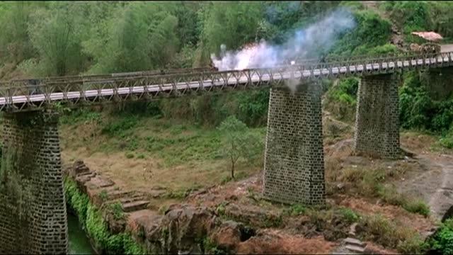 1987年上映,堪比战狼2的逆天港片,搁现在票房起码20亿!