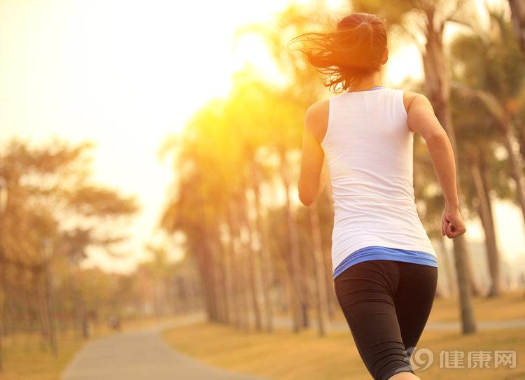 长期慢跑减肥, 效率却低得惊人! 想高效燃脂, 变速跑更好