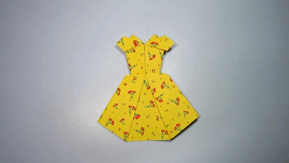 打开 打开 4分钟手工折纸连衣裙 简单的晚礼服公主裙的折法 打开 小