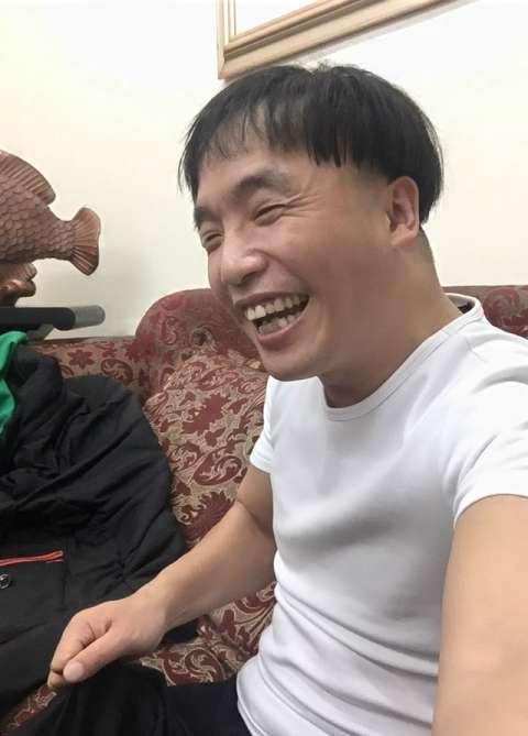 在电视剧《乡村爱情》中,霍云龙饰演方正一角色,在剧中的小学老师方正