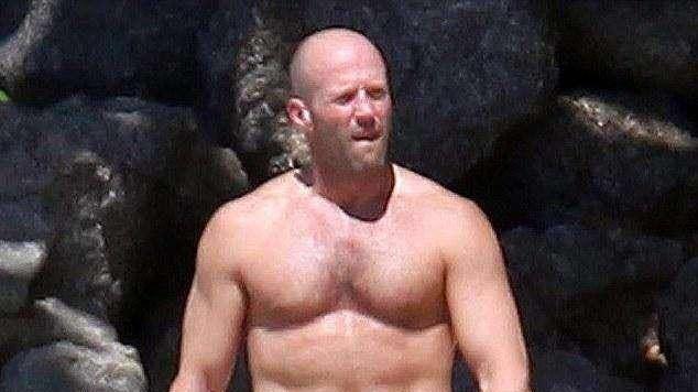 好莱坞8位巨星沙滩照,强森身材仅排第6,第一位曾荣获奥斯卡最佳男主