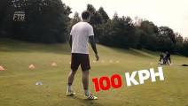 面对来速100码的停球,阿隆索和业余球员的差距一目了然