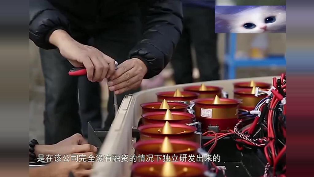 中国造出飞行摩托,垂直起飞还能悬停,要是配上它那真是如虎添翼!