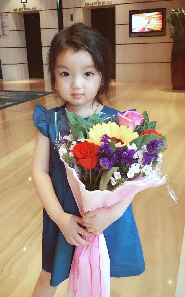 阿拉蕾近照又换新发型, 酷似韩剧女主角! 生气的模样萌化了