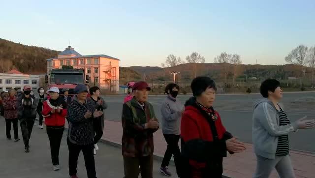 黑龙江省科学沙发健身操(舞)第二套神鹤起飞_小猴坐全民教案图片