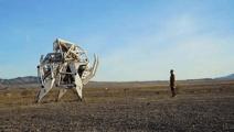 穿上这个种3吨的机器人,你可以跳过一辆汽车!太帅了!