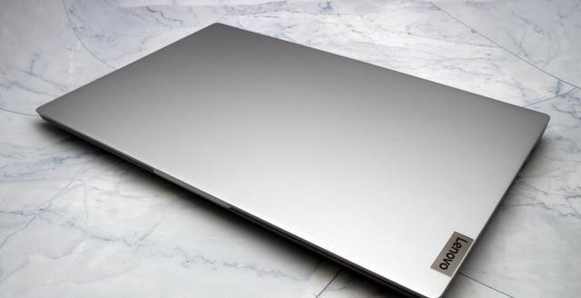 不过考虑到这样的价位还是可以接受的,笔记本右端设计有指示灯,联想最新的小新15锐龙版(图1)
