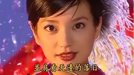 同样都是做舞女, 为啥依萍赢得了所有人尊重, 曼璐却连家人都嫌弃