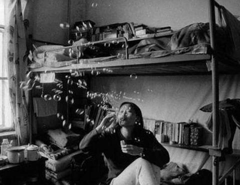 一组珍贵老照片重现, 30年前大学宿舍生活