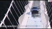 老外不相信中国的玻璃栈桥有多结实,开一辆2吨汽车上去测试