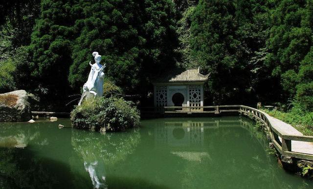 麻姑仙境是南岳衡山风景区里的一个景点