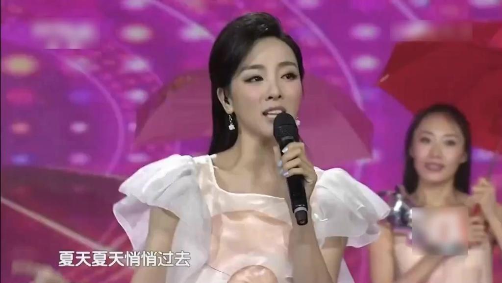 李思思精彩演唱《粉红色的回忆》人美歌甜,百听不厌