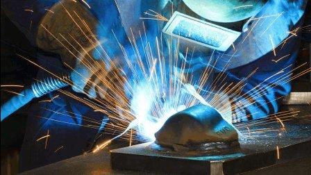 电焊工的年薪高达百万,看看人家的技术你就明白了!