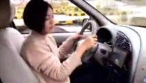 """开心一刻,美女驾校第一天学车 结果比教练还厉害""""老司机"""""""