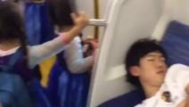 日本地铁上发生的,网友怎么看?