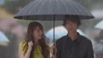 英国人发明的这把雨伞,能让你在挤公交地铁时不尴尬