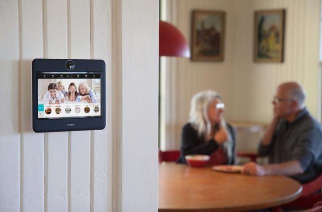 (eskimo)由于智能手机的普及,对讲机在普通人的家庭里已经没有什么
