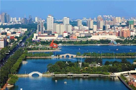 著名景点有中国太阳谷,黄河故道森林公园,泉城海洋极地世界,海岛金山