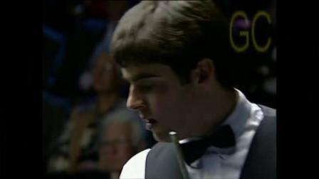 1993年,18岁的火老师在决赛中战胜了亨德利,成为了史上最年轻的排名赛冠军。24年过去了,奥沙利文依然保持着这项纪录。