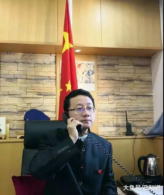 中国外交官穿防弹服专程为他扫墓 武警严阵以待