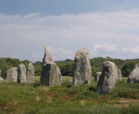 史前时代,在不可能有什么高超技术的前提下,却能竖起这样庞大的巨石阵