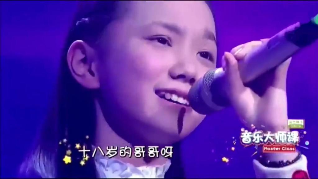 9岁小姑娘刚上台太紧张,唱了一首歌后,韩磊和田震竖起了拇指