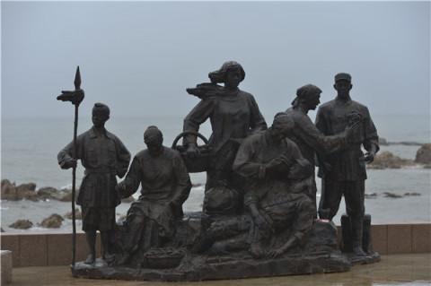 为实现伟大的中国梦,强军梦而不断奋斗努力,是主承办及各位雕塑艺术家