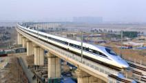 为什么高铁在平坦的路上也要立高架桥?看完解开多年疑惑