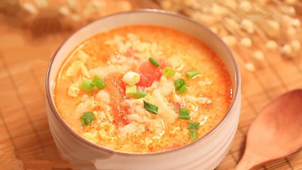 人人都爱喝的番茄鸡蛋疙瘩汤,做法简单,非常营养,几分钟就做好!