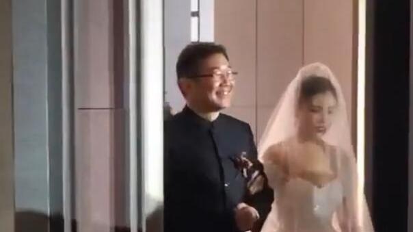 女儿五官精致很漂亮, 李金斗做证婚人 相声演员大兵女儿结婚,