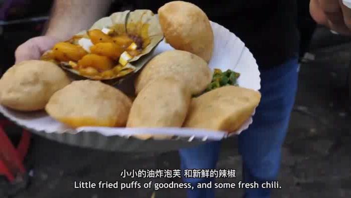 不吃肉的印度人,以油炸食品补充油水,这样一份油饼套餐才10块钱