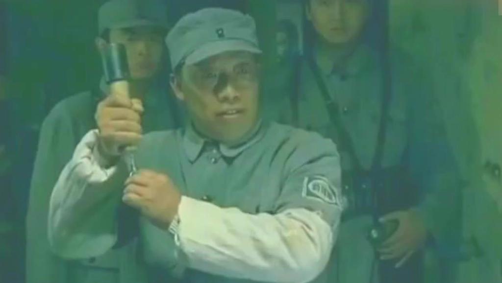 日军间谍冒充八路军,结果一碗鸡汤就暴露了!