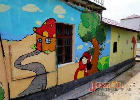 景德镇陶大学子绘制文化墙助力新农村建设