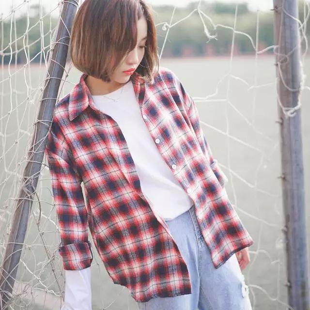 会穿的女人不再穿打底衫或者针织衫, 因为今年流行打底裙, 真洋气 8