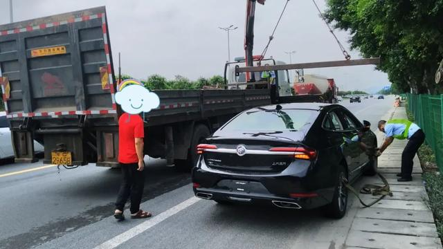 瑪莎拉蒂新車4S店門口被撞兩大洞, 損失15萬! 買新車、試車千萬註意-圖10