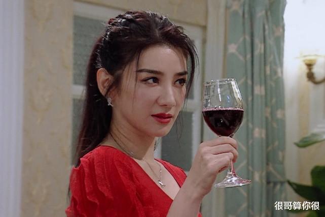 演員請就位: 黃奕一襲紅裙被陳凱歌盛贊, 為何在點評環節卻哭瞭兩次-圖3