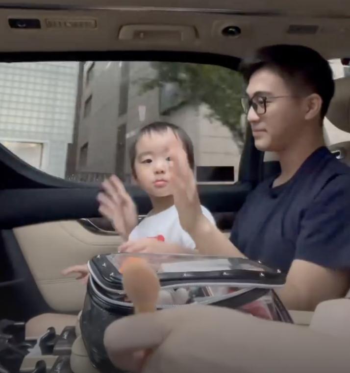 奚夢瑤首次曝光兒子正臉, 何廣燊長相清秀像媽媽, 娃娃音奶萌可愛-圖7