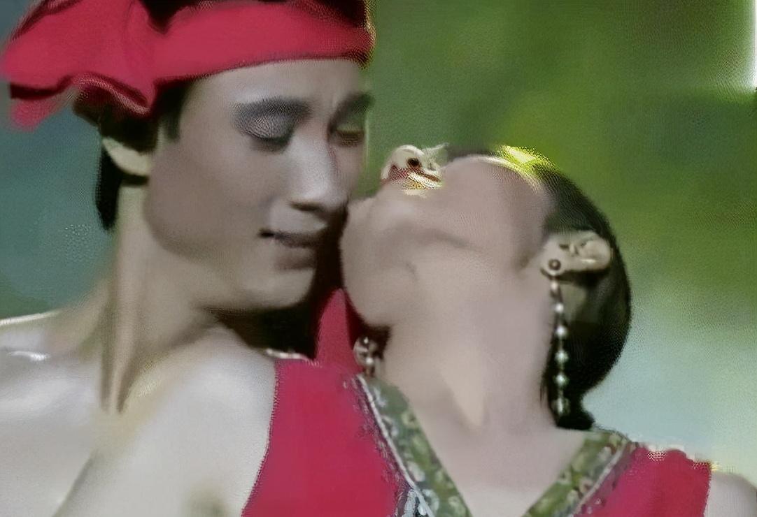"""61歲楊麗萍私生活曝光? 被稱現實版""""老佛爺"""", 起居要男助理伺候-圖1"""