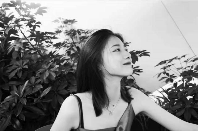 汪峰16歲大女兒近照曝光 化濃妝穿吊帶直角肩搶鏡-圖4