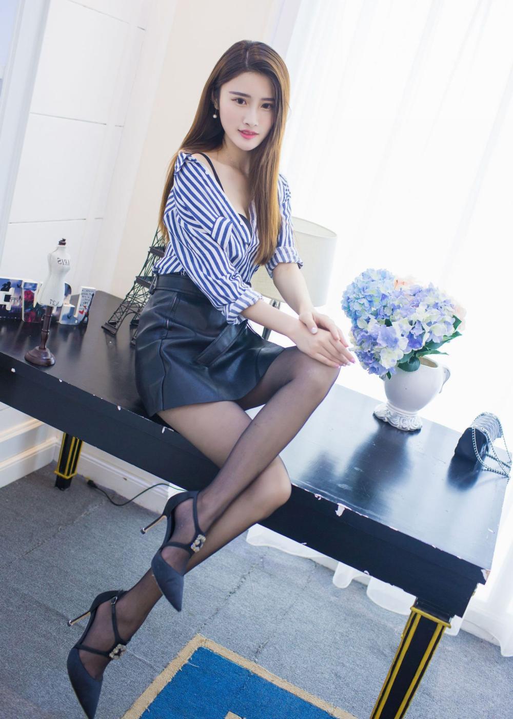 短裙穿着随性自然, 优雅时尚有活力