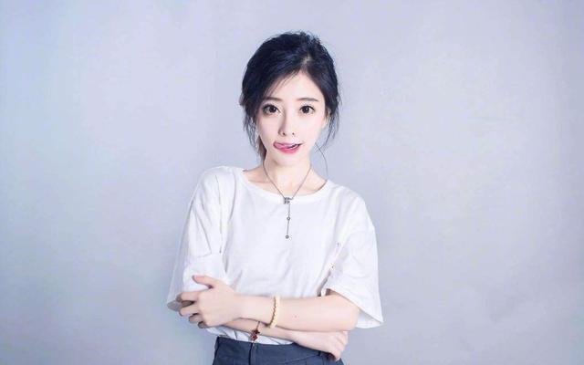 大衣哥兒媳陳亞男, 15天漲粉240萬, 轉型當網紅的路走對瞭嗎-圖9