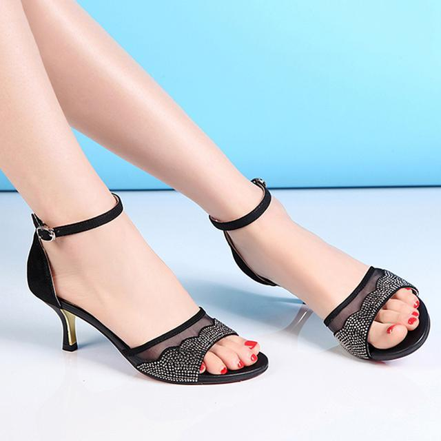 美足配美鞋, 新款时尚高跟凉鞋, 让你穿搭更有韵味