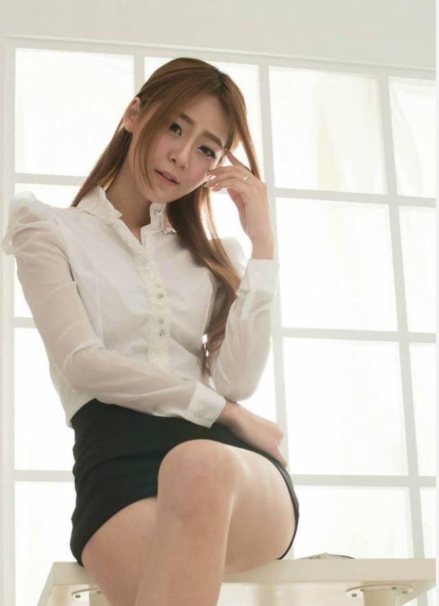 包臀裙的魅力就在于可以修饰腿型, 而且紧紧包裹着腰身 1