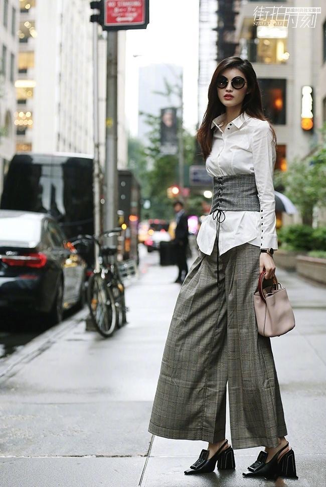 何穗不愧是超模, 三万元的束腰衣, 简直穿出了时尚新高 5